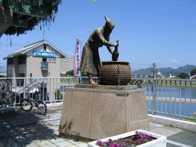 鵜飼の銅像.jpg